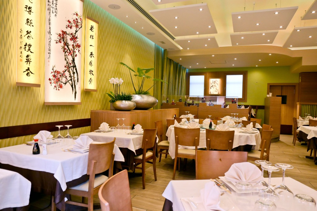 Interno ristorante Shanghai sala principale lato acqua